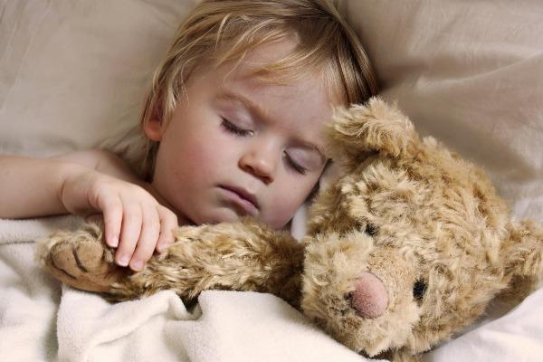beba spava sa medom